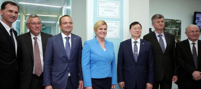 크로아티아 IDF 당뇨병 교육센터 현판식에 참석한 조남한 회장.  조 회장 왼쪽이 크로아티아 대통령이다.