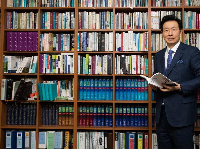"""오륜교회 설립자인 김은호 담임목사는 """"교회는 세상이라는 물에 떠 있는 배""""라며 '선한 영향력'을 강조했다. [조영철 기자]"""