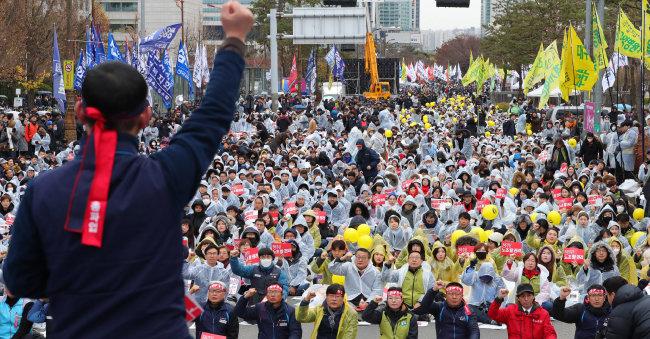2018년 11월 21일 서울 영등포구 국회 앞에서 열린 전국민주노동조합총연맹 총파업 대회. [뉴시스]