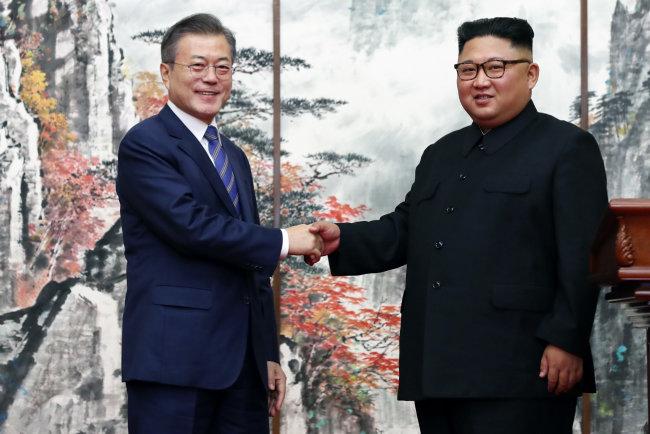 문재인 대통령과 김정은 국무위원장은  2018년 3차례 정상회담을 했다. [뉴스1]