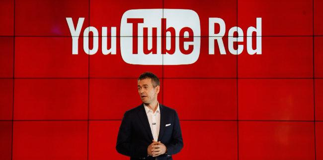2015년 10월 유튜브의 로버트 카인클 최고사업책임자(CBO)가 로스앤젤레스에서 유료 서비스 '유튜브 레드'를 설명하고 있다. [뉴시스]