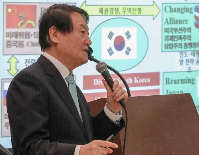 """김태우 전 통일연구원장은 """"중국은 한국에 엄청난 미래 위협""""이라고 했다. [원대연 동아일보 기자]"""