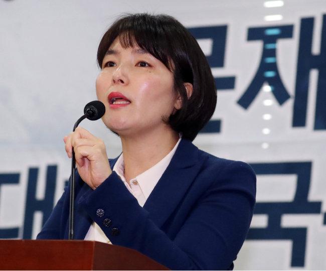2018년 12월 17일 전희경 의원이 서울 여의도 국회 의원회관에서 열린 '2018-체제전쟁 대한민국, 사회주의 호에 오르는가' 토론회에서 모두발언을 하고 있다. [뉴스1]