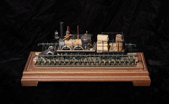 영국 목탄 증기기관차 John Bull 모형. 이씨가 만든 같은 모형이 미국 스미스소니언 박물관에 전시돼 있다.