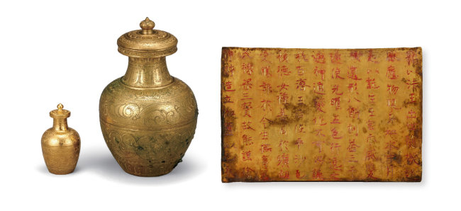 백제의 불교 문화를 보여주는 금제사리내호와 금제사리외호, 금제사리봉영기(왼쪽부터). [미륵사지유물전시관]