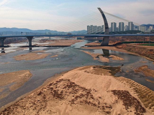 철거·개방 결정 금강·영산강 5개 보