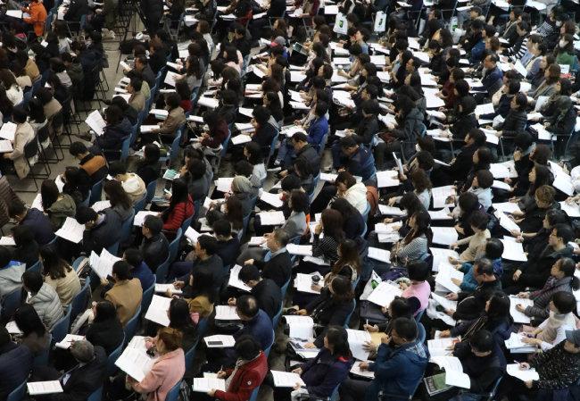 지난해 11월 많은 수험생과 학부모가 참석한 가운데 열린 2019대학입시 설명회. [안철민 동아일보 기자]