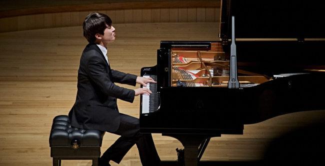 2015년 쇼팽 콩쿠르 우승 후 클래식계에서 아이돌급 인기를 누리고 있는 피아니스트 조성진. [롯데콘서트홀 제공]