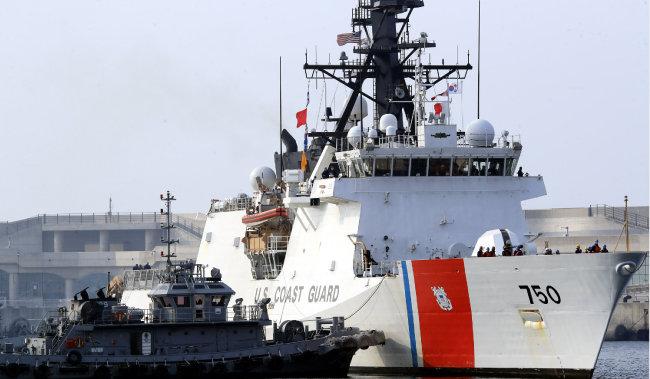 3월 26일 제주 서귀포에 입항한 미국 해안경비대 버솔프함. [동아일보 박영철 기자]