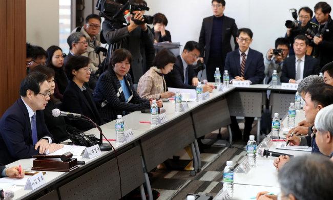1월 18일 서울 종로구 S타워에서 열린 '최저임금 결정구조 개편' 관련 1차 전원회의. [동아일보 양회성 기자]