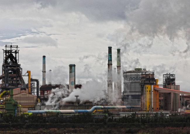 포스코 포항제철소. 신소재 및 고부가가치 철강은 주로 일본에서 들여오고 있다. [박해윤 기자]