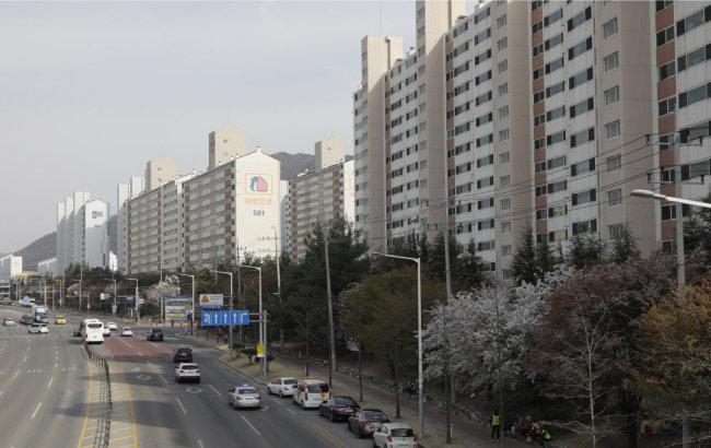 LG 사원들이 많이 살았던 구미 인동 아파트 단지 풍경. [박해윤 기자]