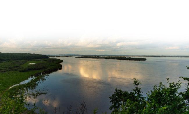 중국과 러시아의 국경을 이루는 아무르강 전경. 이 이야기의 카르하미르강이 바로 아무르강이다. [shutteratock]