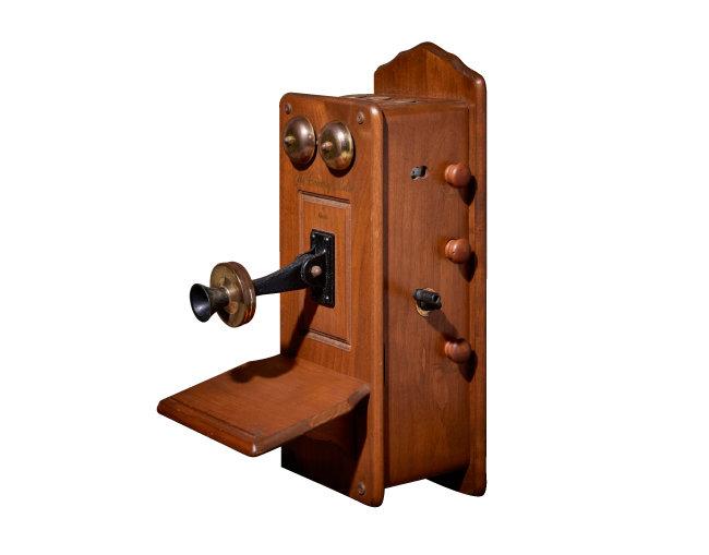 1950년대 미국 길드(GUILD)사에서 만든 전화기 모양의 진공관 라디오.
