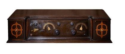 제니스 라디오 코퍼레이션(Zenith Radio Corporation)의 '슈퍼 제니스(Super ZENITH)'.