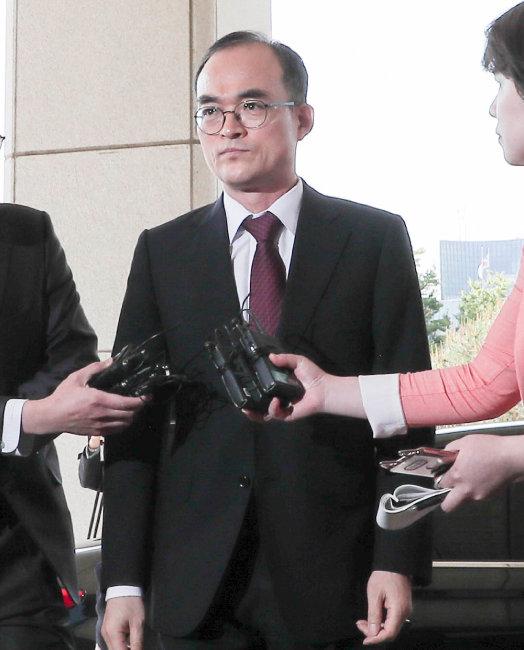 """문무일 검찰총장은 5월 1일 여권이 패스트트랙에 올린 공수처 법안과 관련해 """"민주주의 원칙에 반한다""""고 밝혔다. [동아일보 원대연 기자]"""