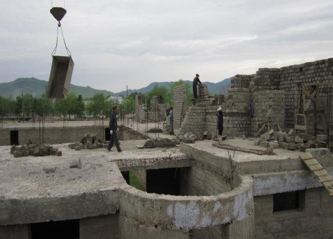 북한의 요청으로 짓고 있는 대형 목욕탕. 한 번에 2000여 명을 수용할 수 있다.