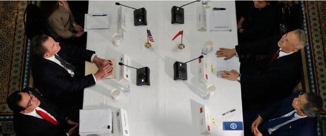 2월 21일 미국 워싱턴에서 열린 미·중 무역협상. [AP=뉴시스]