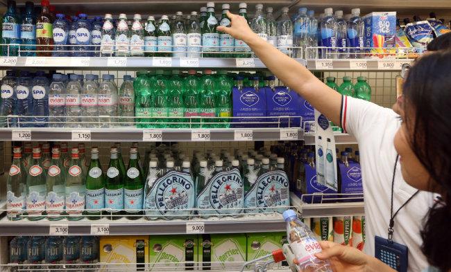수입산 프리미엄 생수 시장도 확대되고 있다. [뉴스1]