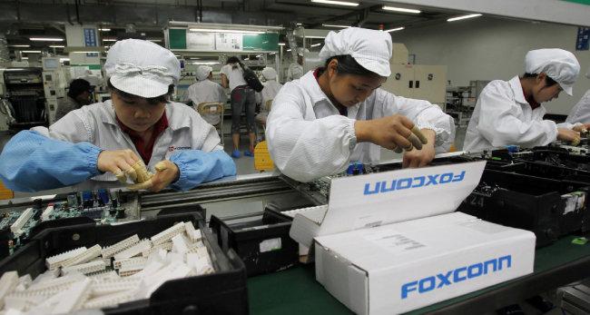 중국 선전의 폭스콘 공장은 단일 규모 세계 최대 공장으로 성장했다. [AP=뉴시스]