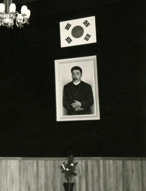 1970년 안중근의사기념관에 이상원 화백이 그린 영정이 전시됐다. [이상원미술관 제공]
