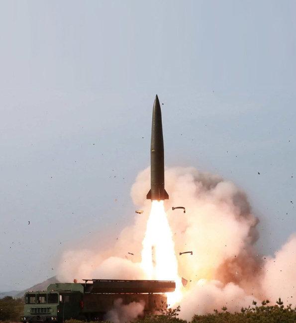 노동신문이 5월 5일 '북한판 이스칸데르' 미사일 발사 장면을 공개했다.