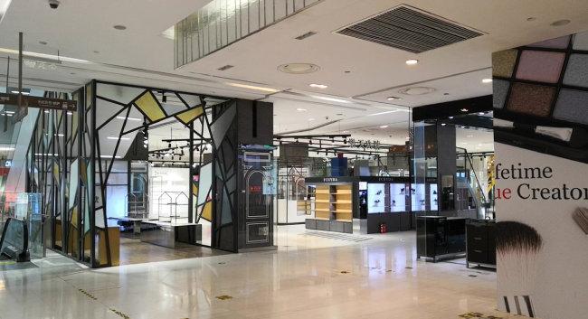 3월 31일로 문을 닫은 톈진 롯데백화점 내부. [동아DB]