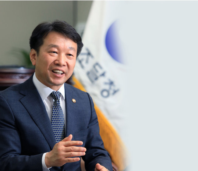 정무경 조달청장은 조달청이 국가 정책 전반에 기여할 수 있도록 전략적 기능과 역할을 강화하고자 노력하고 있다. [김성남 기자]