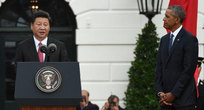 """2015년 9월 25일 미·중 정상회담에서 시진핑 국가주석은 버락 오바마 미국 대통령에게 """"신형대국관계를 구축해야 한다""""고 말했다. [신화=뉴시스]"""