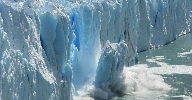 북극해 빙하가 녹으면 지구가 스스로 온난화 속도를 높이는 '양의 되먹임' 현상이 나타날 수 있다. [shutterstock]