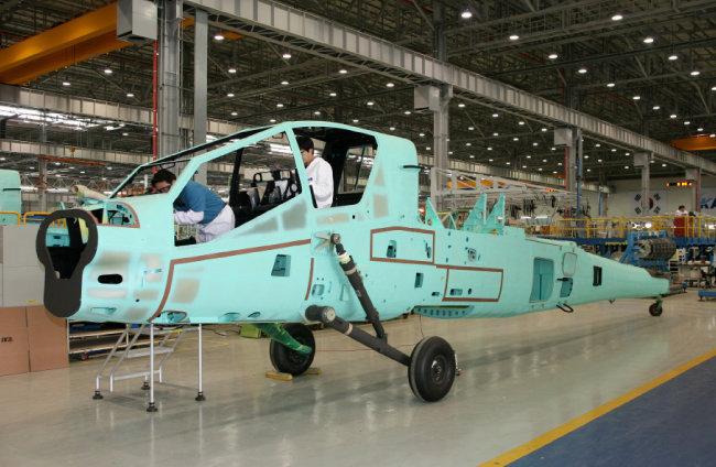 AH-64 아파치 헬기 동체.