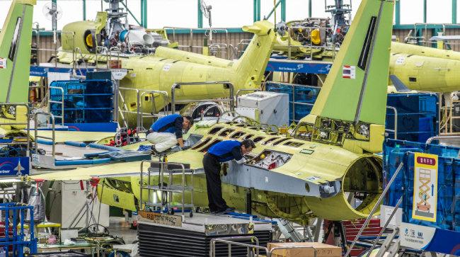 T-50 고등훈련기, KUH 기동헬기 최종 조립 현장.