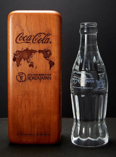 2002년 한일월드컵을 기념해 일본에서 제작된 코카콜라 병. 100% 크리스털이다.