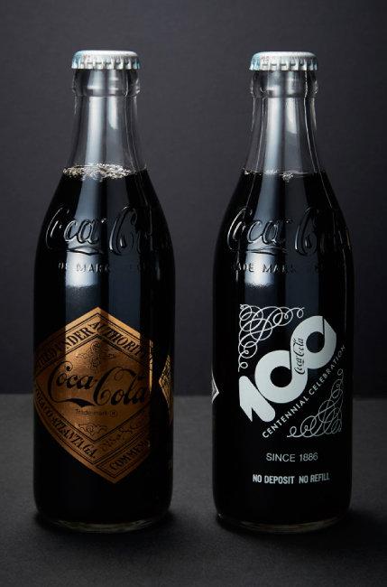 코카콜라 탄생 100주년을 기념해 한정 판매된 병.