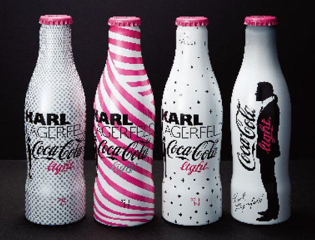 디자이너 카를 라거펠트와 협업해 제작한 코카콜라 병.