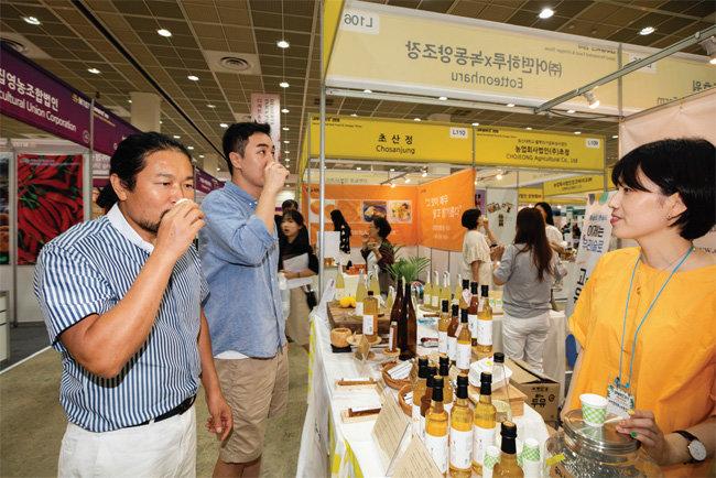 전시장에는 건강을 위해 식초를 즐기는 식초 마니아들의 발걸음이 이어졌다.