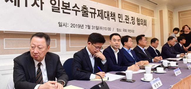 7월 31일 국회에서 '제1차 일본수출규제대책 민·관·정 협의회'가 열렸다. [장승윤 동아일보 기자]