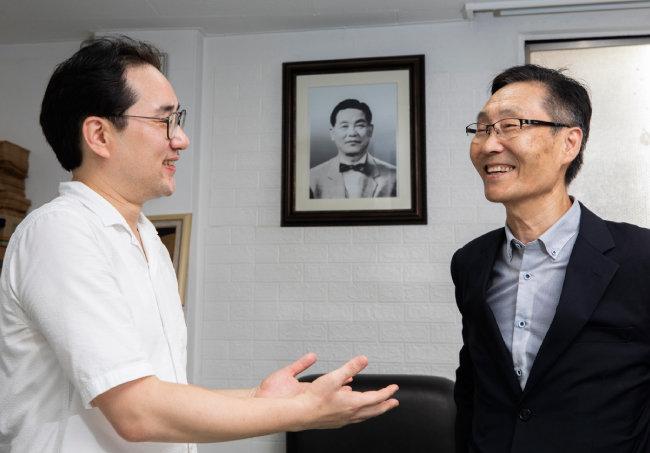 나연준(왼쪽)의 어머니가 54년생, 주대환의 아들이 81년생이다. [조영철 기자]