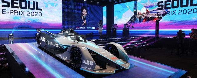 주행시간 45분가량의 배터리 성능, 최고속도 280km/h의 경주용 전기차 'Gen2'. [뉴시스]