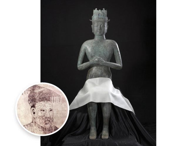 고려 왕씨 족보에 실린 왕건 초상화(왼쪽)와 왕건 청동상. [국립중앙박물관]