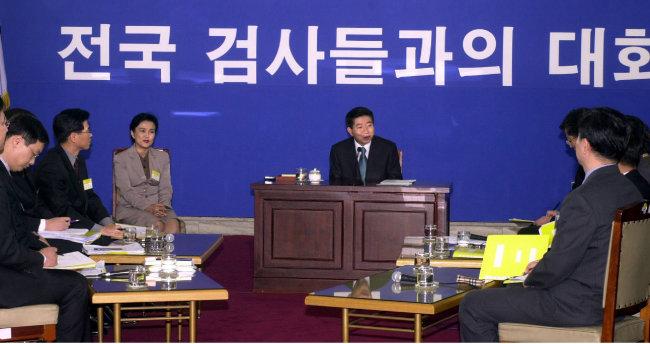 2003년 3월 9일 노무현 대통령이 평검사들과 공개토론회를 하고 있다. [김경제 동아일보 기자]
