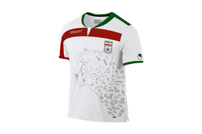 치타가 그려진 이란 축구 국가대표팀 유니폼.