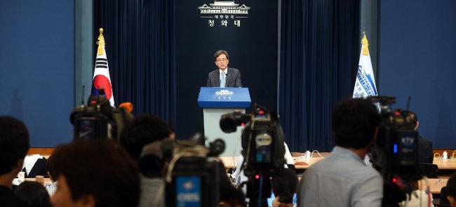 김현종 청와대 국가안보실 2차장이 8월 23일 한일군사정보보호협정(GSOMIA·지소미아) 종료 관련 브리핑을 하고 있다. [청와대사진기자단]