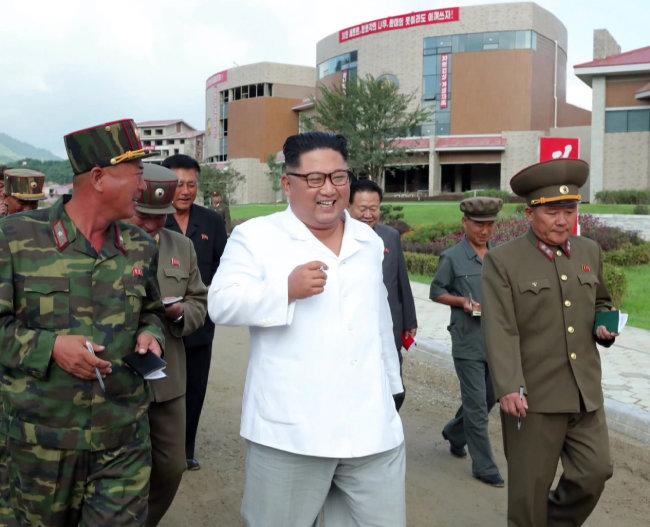 김정은 북한 국무위원장이 개장을 앞둔 평안남도 양덕군 온천관광지구 건설장을 찾았다고 8월 31일 조선중앙통신이 보도했다.