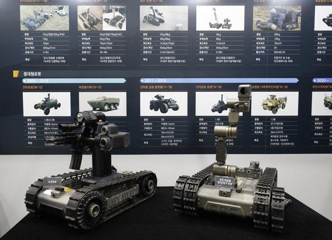 10월 31일 경북 구미시 구미코에서 열린 '제3회 2019 대한민국 스마트 국방 ICT 산업박람회'에서 한화디펜스가 선보인 전투용 로봇. 박람회는 11월 2일까지 열린다. [지호영 기자]