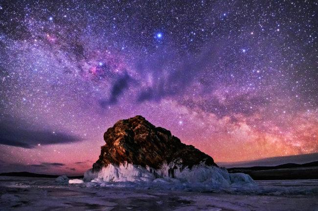 러시아 바이칼 호수에서 촬영한 은하수.