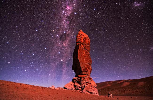 칠레 아타카마 하늘에 펼쳐진 은하수.
