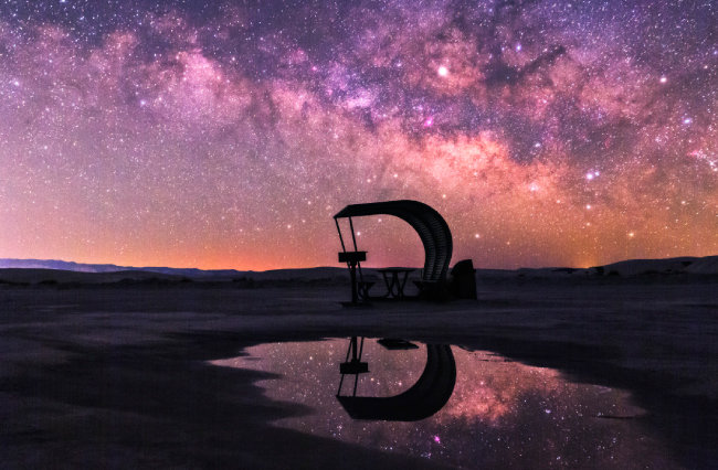 미국 서부 화이트샌드 하늘에 펼쳐진 은하수.