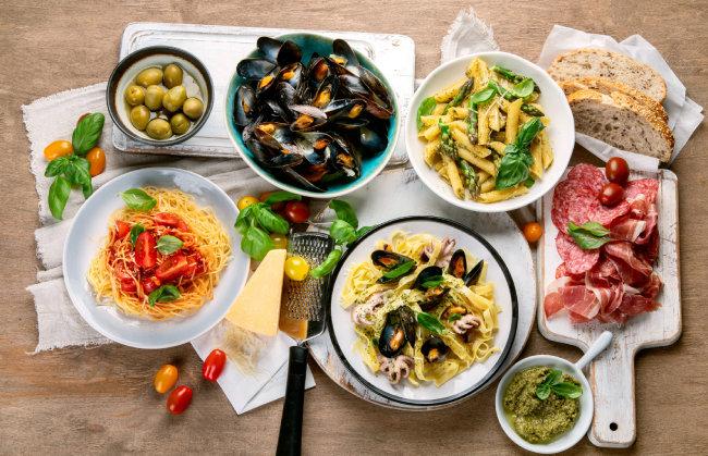 최낙언 씨는 다양한 음식을 맛있고, 즐겁게, 단 적당량 먹는 게 건강의 비결이라 믿는다. [GettyImage]
