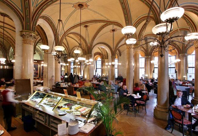 빈에서 유명한 센트럴 카페. [백승종 제공]